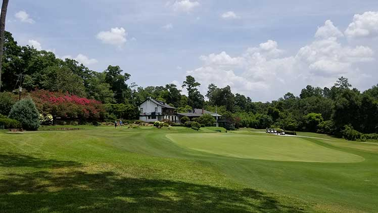 Aiken Golf Club clubhouse and green